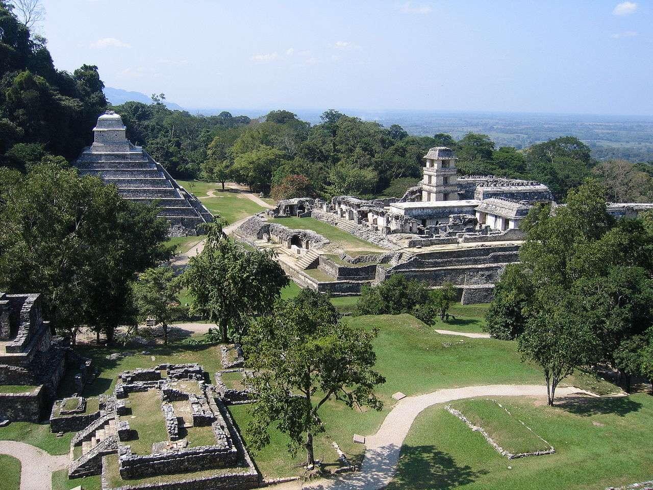 Le buzz du mois : la fin du monde avec les Mayas ! Ici, le site de Palenque, dans l'État mexicain du Chiapas, près du fleuve Usumacinta. © Wikipédia, Peter Andersen