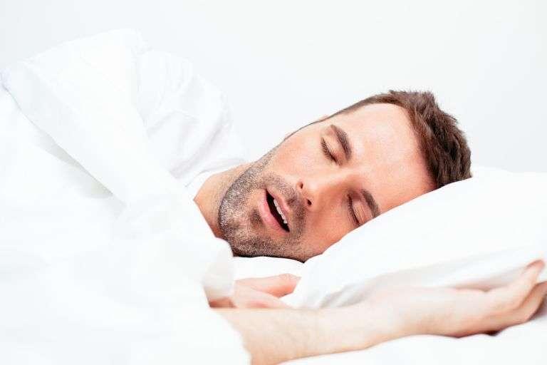 Un Français sur quatre serait concerné par des problèmes de ronflements. © baranq, shutterstock.com