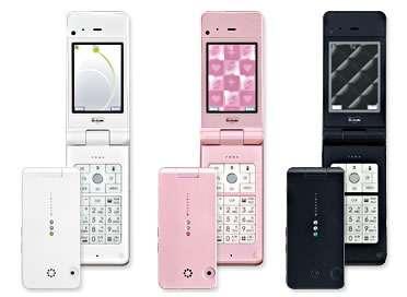 Le Simpur N1, un téléphone vendu sur le marché japonais par l'opérateur NTT Docomo, est suffisamment puissant pour faire tourner les logiciels de reconnaissance vocale et de traduction. © Nec