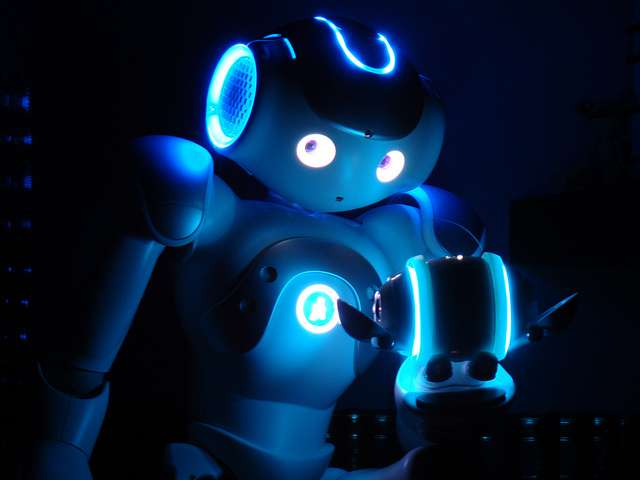 Le robot Nao pourrait transmettre ses connaissances à un nouvel équipage de la Station spatiale, en restant seul membre permanent. © Horia Pernea, Flickr, CC by 2.0