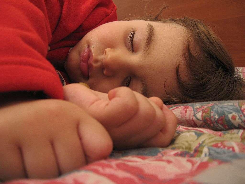La régularité du sommeil semble être un facteur important pour le développement de l'intelligence des enfants, d'après cette étude britannique. © Alessandro Zangrilli, Wikipédia, DP
