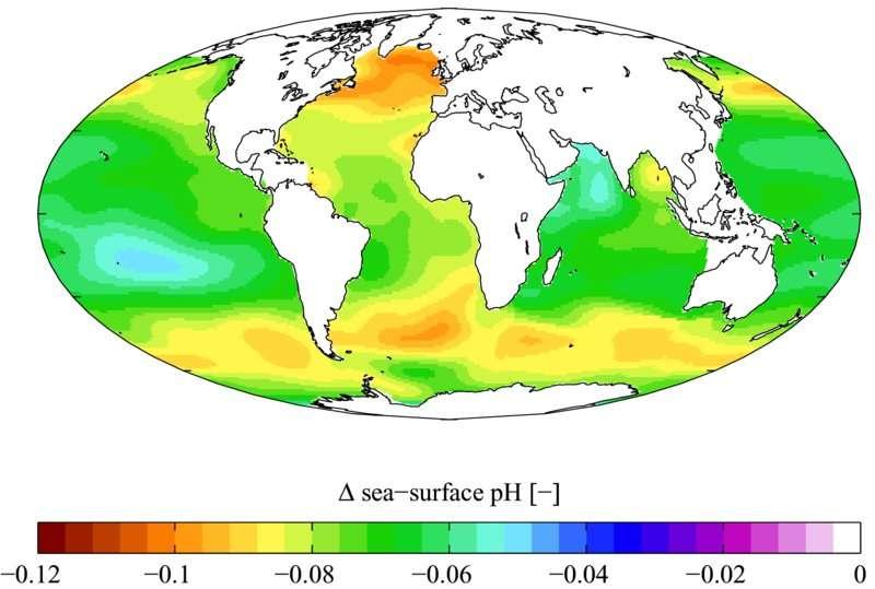 Carte des variations du pH depuis l'ère préindustrielle (1700) jusqu'aux années 1990. De manière générale, le pH des océans s'est abaissé, ce qui correspond à une acidification de l'eau de mer. © Plumbago, Wikimédia Commons, CC by-sa 3.0