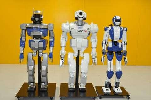 Trois robots androïdes (ou anthropoïdes) japonais, conçus à l'AIST. De gauche à droite : HRP-2 (2003), HRP-3 (2007) et HRP-4 (2010). © AIST