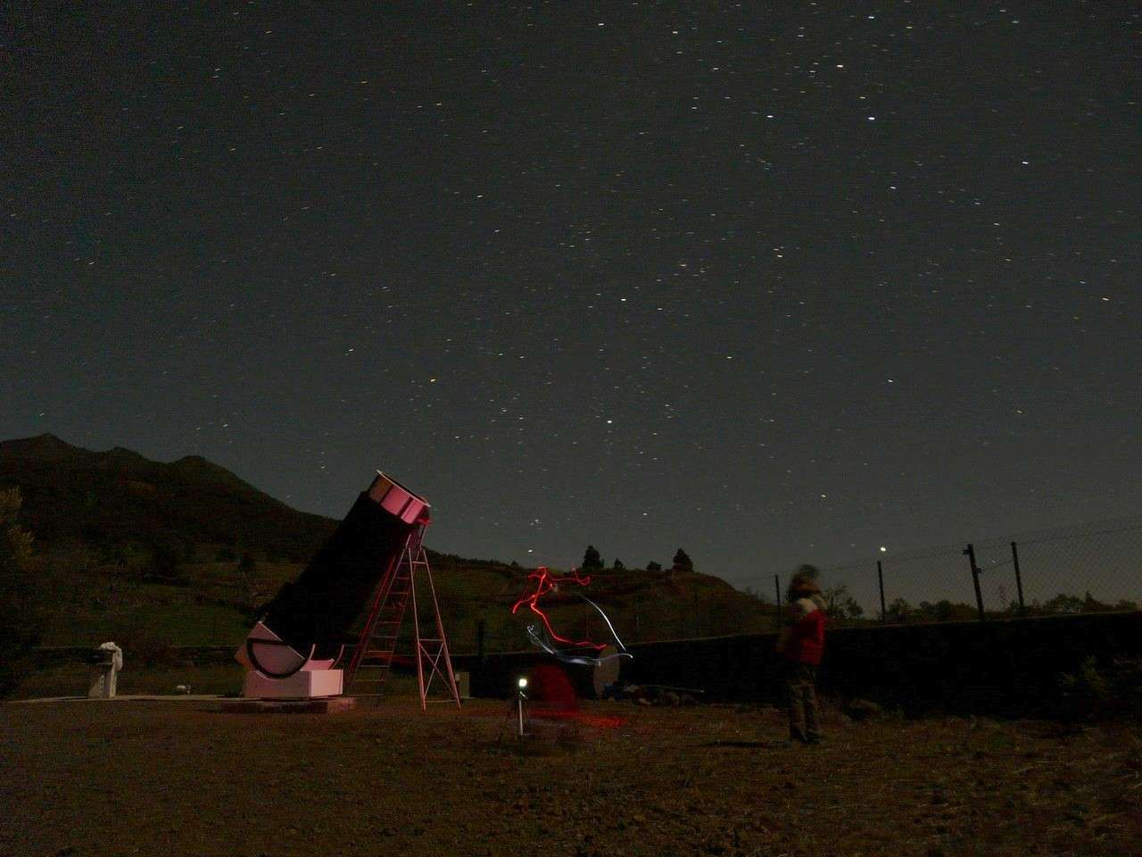 Un ciel étoilé, un télescope, un animateur passionné : trois ingrédients indispensables pour des Nuits des étoiles réussies. Crédit J.-B. Feldmann
