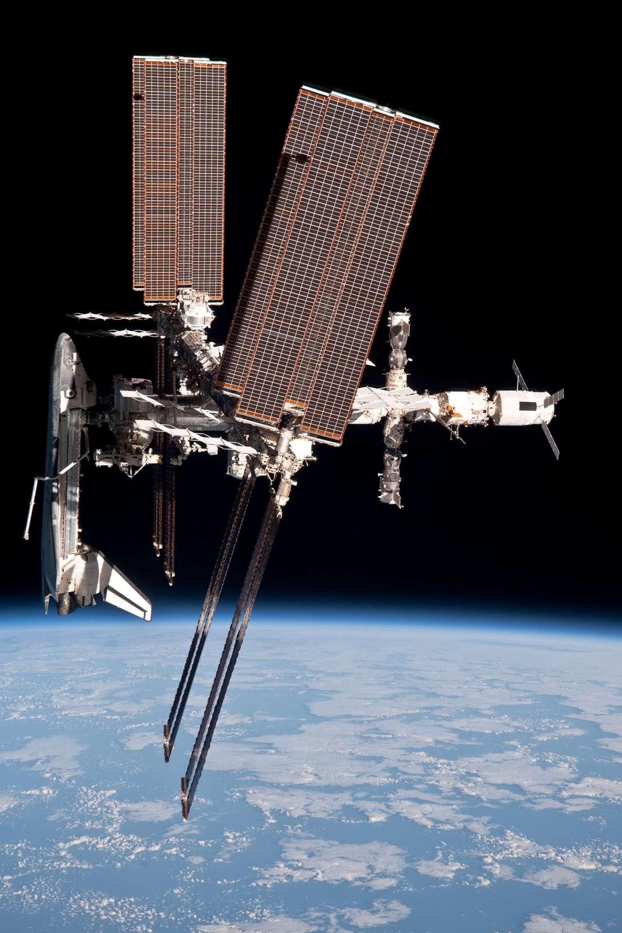 Malgré la rupture d'un câble électrique alimentant le centre russe de contrôle des vols spatiaux, les communications avec le segment russe de l'ISS n'ont pas été interrompues. Seuls certains satellites civils sont affectés par ce problème. La remise sous tension du câble devrait se faire rapidement. © Nasa