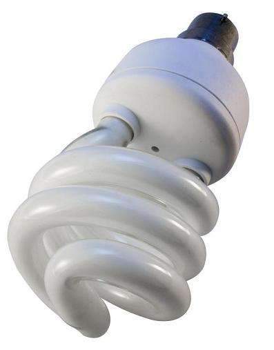 Les lampes fluocompactes, dites à basse consommation, ont remplacé les lampes à incandescence de 25 à 100 watts en septembre 2012. © DP