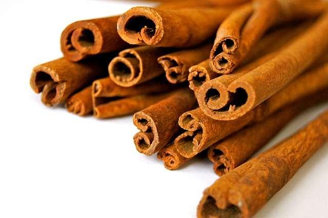Très souvent utilisée en pâtisserie, la cannelle possède des vertus insoupçonnées. Elle est utilisée dans la médecine chinoise pour lutter contre les troubles de l'érection. © weinstock, Pixabay, DP