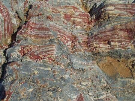 Les formations rubanées du craton de Pilbara d'Australie occidentale, en jaspe rouge. © Hiroshi Ohmoto/Yumiko Watanabe