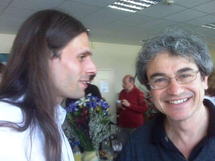 Aurélien Barrau à gauche en pleine discussion avec Carlo Rovelli. © Aurélien Barrau