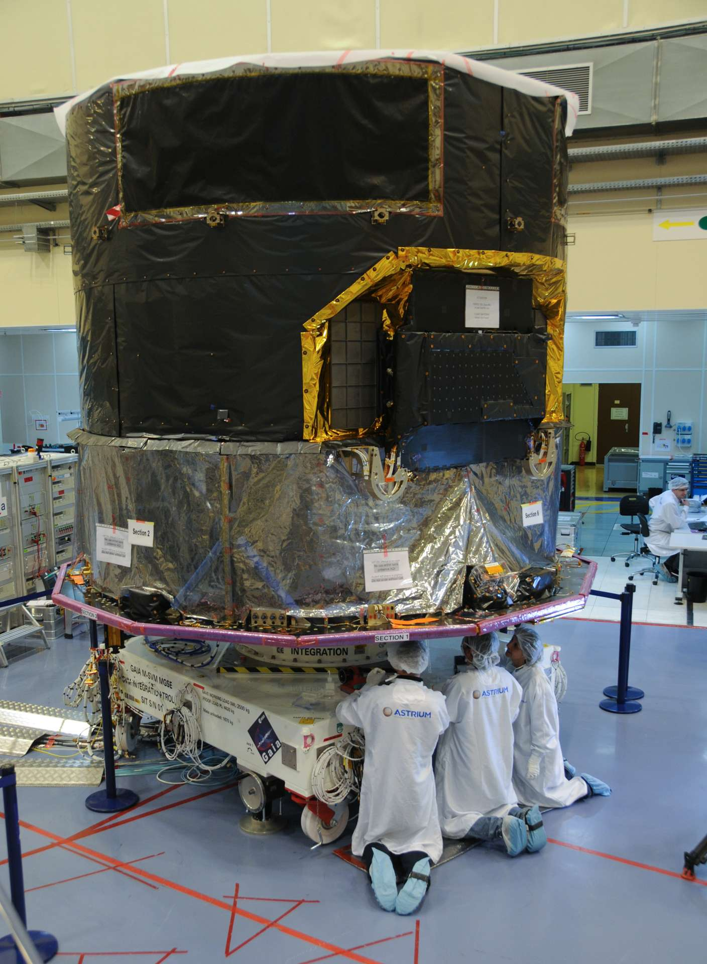 Construit par Astrium, le satellite Gaia embarquera le meilleur de la technologie européenne pour comprendre les origines et l'évolution de l'univers, à l'aide de la mesure ultraprécise des étoiles de la Voie lactée. © Rémy Decourt