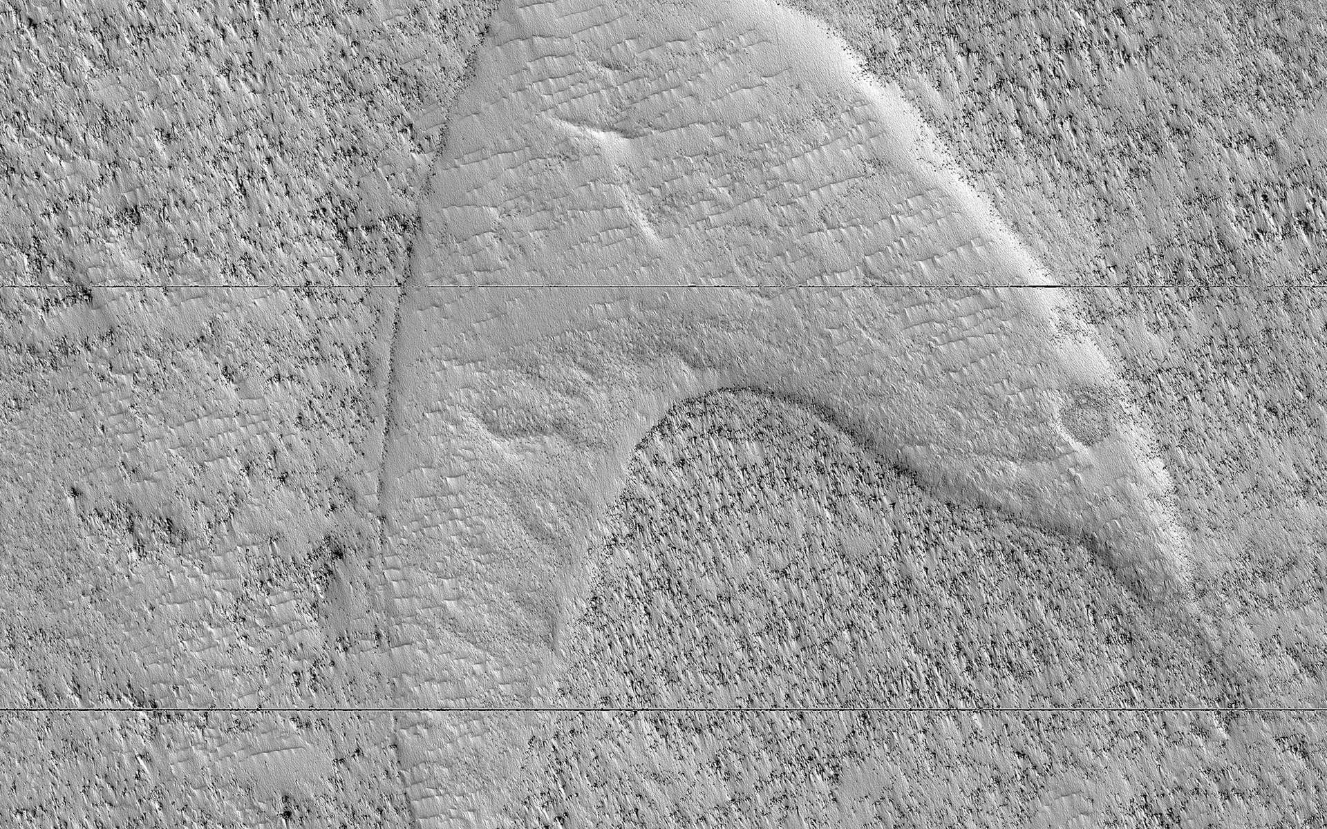 L'empreinte d'une ancienne dune de sable figée dans une plaine de lave sur Mars vue par la sonde Mars Reconnaissance Orbiter (MRO). © Nasa/JPL-Caltech/University of Arizona