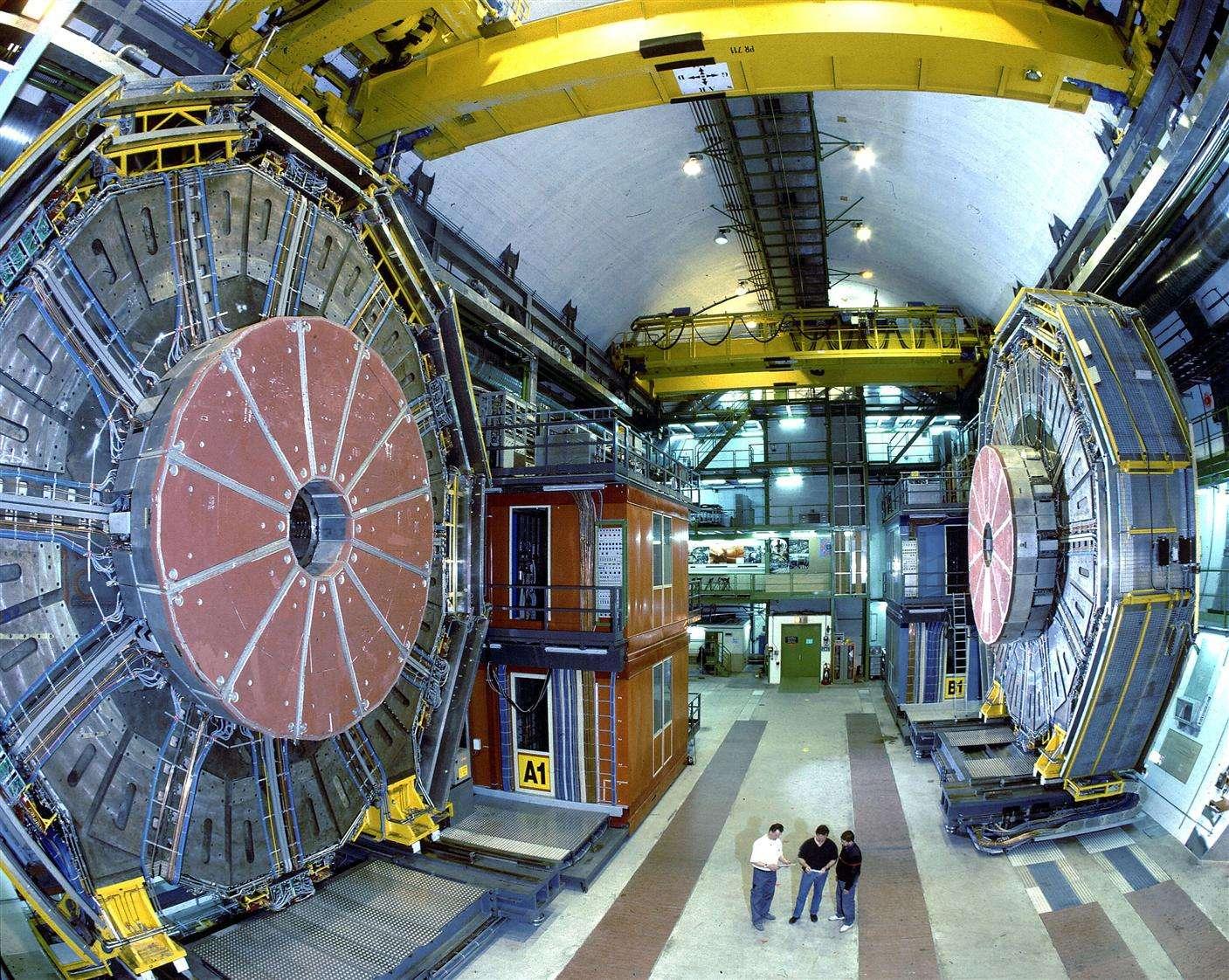 On voit ici une partie du détecteur de particules Aleph, l'un des quatre détecteurs qui observaient les résultats des collisions de positrons et d'électrons accélérés par le Lep. On a chassé, sans succès, le boson de Higgs avec Aleph. © Cern