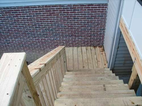 Construire un escalier extérieur et le sécuriser. © Mastahnke, Flickr, CC BY 2.0