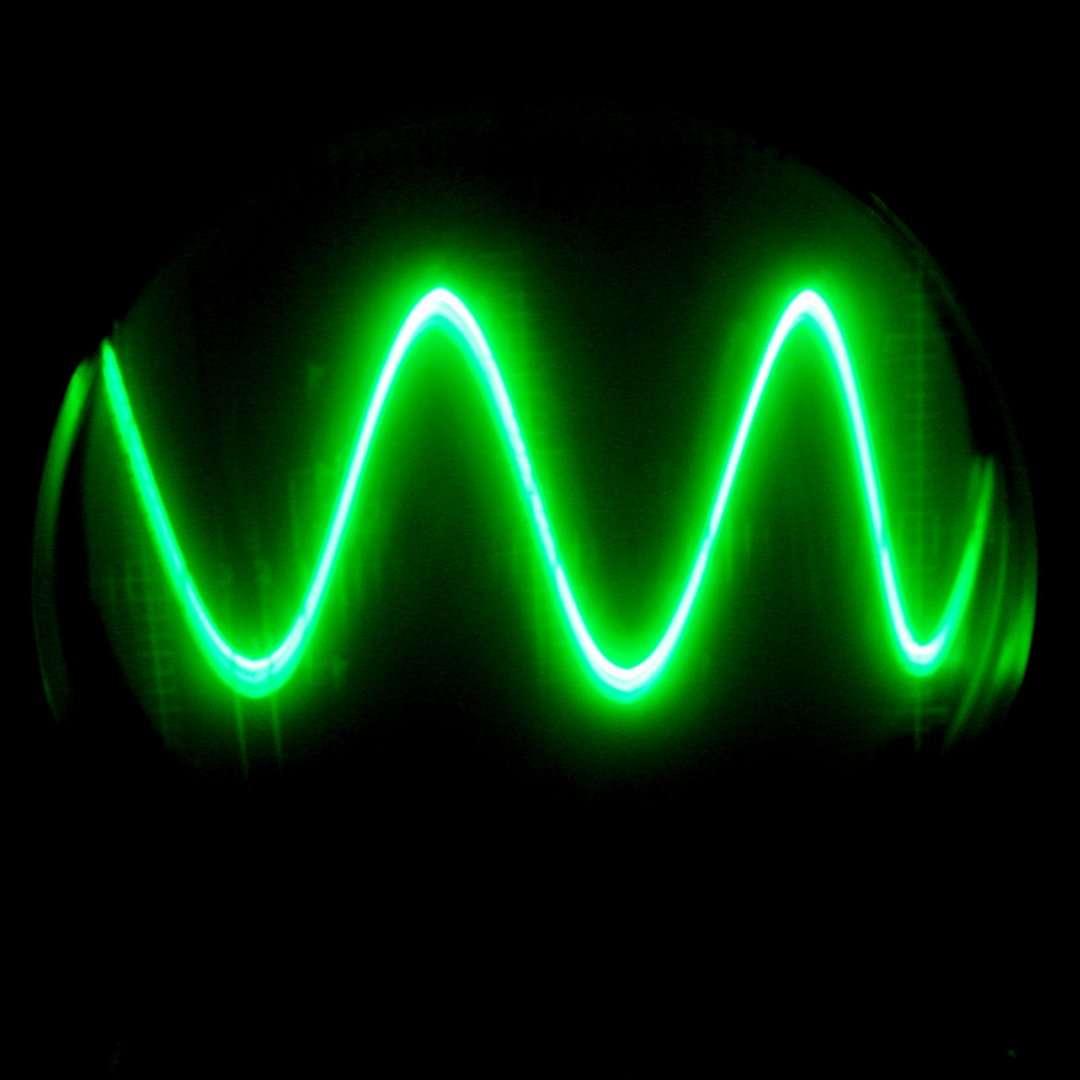 Le courant sinusoïdal représenté ici est un courant alternatif usuel. © Bdu, CC BY-SA 2.0, Flickr