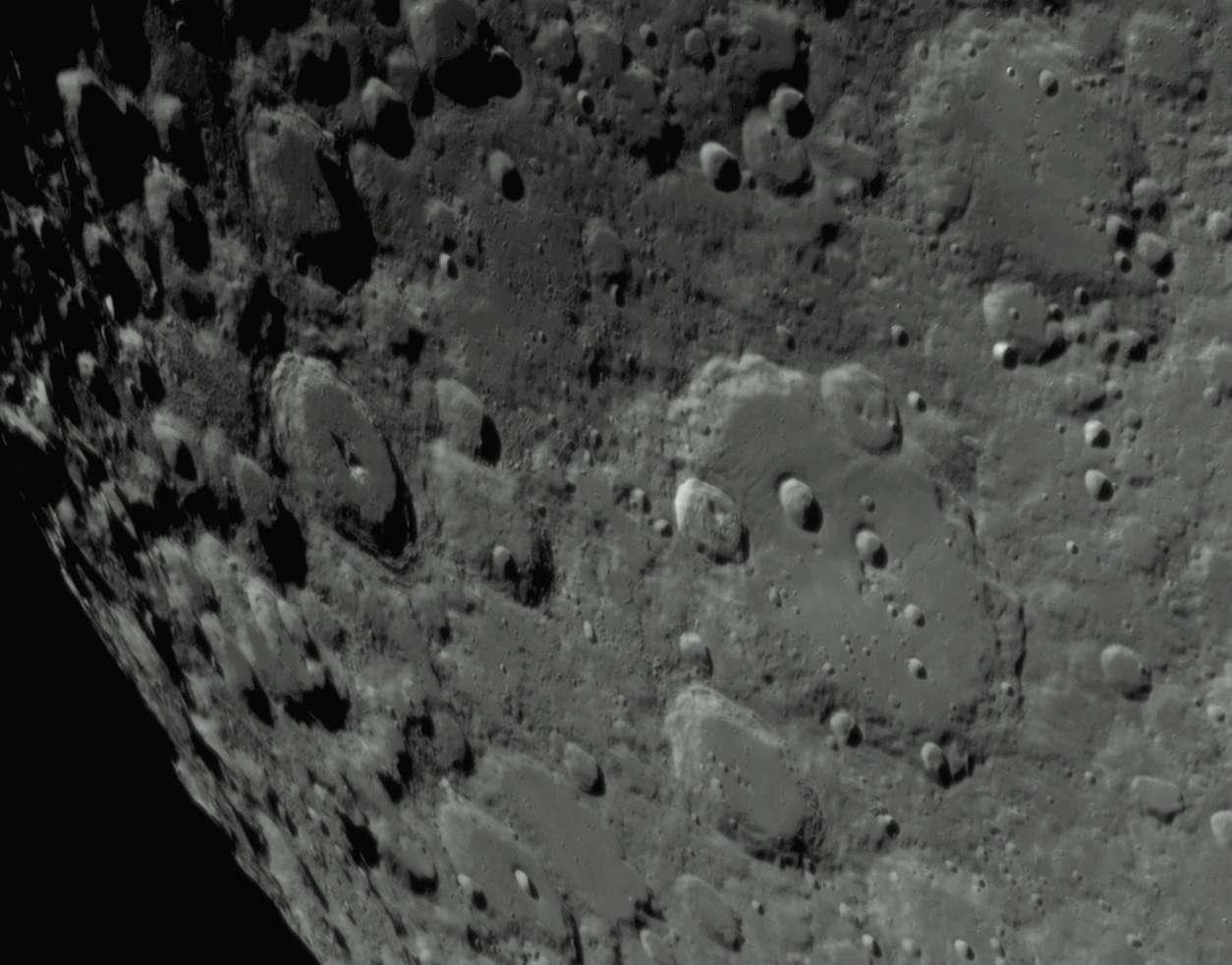 Clavius, un cratère géant au pôle sud lunaire. © O. Batteux