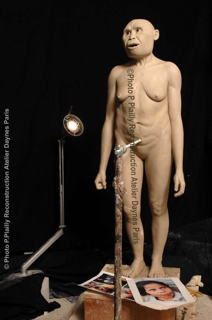 A l'époque où vivaient sur leur île indonésienne la petite dame de Florès et son peuple, il y 18.000 ans, un autre hominidé, Homo sapiens, avait conquis le reste de la planète. © Ph. Plailly / Atelier Daynès