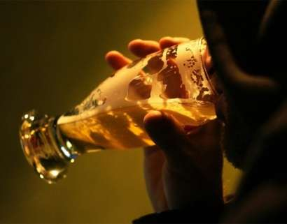 Le binge drinking peut mener à des dommages cérébraux et à des comportements à risques. © DR