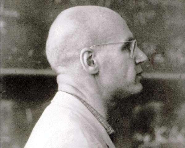 Alexandre Grothendieck (1928-2014) est une légende dans le milieu des mathématiciens. Doué d'une phénoménale capacité d'abstraction et de travail, il pouvait voir des connexions profondes entre des domaines différents des mathématiques comme l'algèbre, la topologie, l'arithmétique et la géométrie. Ses travaux lui ont valu la médaille Fields de mathématique en 1966, mais il n'est pas allé la chercher en Russie en raison de son engagement politique. C'était aussi un écologiste radical proche de la contre-culture dans les années 1970. © Images des Mathématiques, CNRS