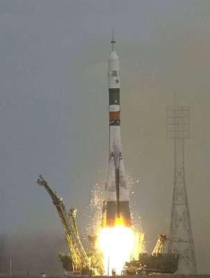 Départ du premier équipage franco-russe vers l'ISS