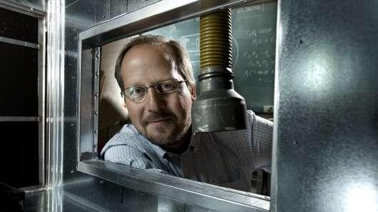 Matthew Johnson est également l'inventeur du système CleanAir qui permet de purifier l'air des maisons (produit présenté en 2009). L'installation industrielle fraîchement présentée à Aarhus en est une adaptation. © Université de Copenhague
