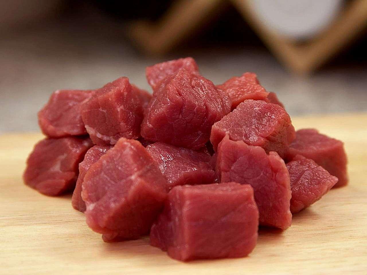 La viande rouge doit sa couleur à la myoglobine, une protéine animale capable de lier et de transporter l'oxygène grâce à son cœur en fer. Sur le long terme, ce métal pourrait s'accumuler et engendrer en fin de vie la maladie d'Alzheimer. © Jon Sullivan, www.public-domain-images.com, DP