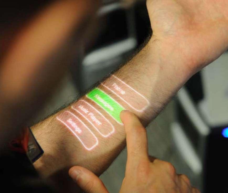 Avec le Skinput, l'écran ou le clavier apparaissent sur la peau... © Chris Harrison, Desney Tan, Dan Morris