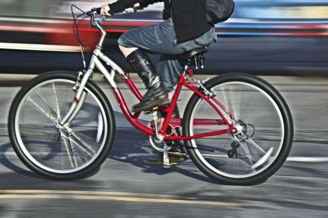 Comme pour les hommes chez qui le vélo peut causer des problèmes d'infertilité, le cyclisme peut entraîner des dysfonctionnements sexuels chez la femme. Pour éviter l'engourdissement du périnée, les chercheurs proposent une selle sans nez. © SVLumagraphica / shutterstock.com