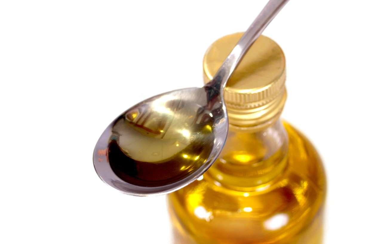 « Une cuillère pour papi, une cuillère pour mamie... » L'huile d'olive pourrait ralentir la maladie d'Alzheimer grâce à l'oléocanthal qu'elle contient. Même si cela reste à vérifier... © Contentfactory, StockFreeImages.com