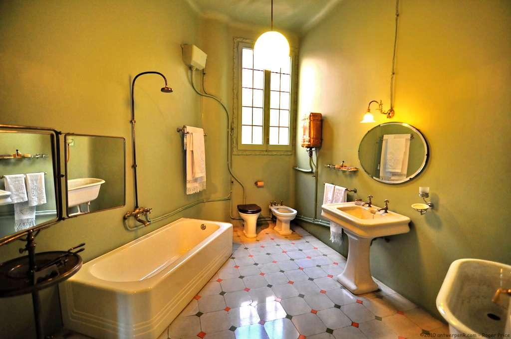 Aménager une petite salle de bains est possible avec quelques astuces. © Roger Price, Wikimedia Commons, CC BY 2.0