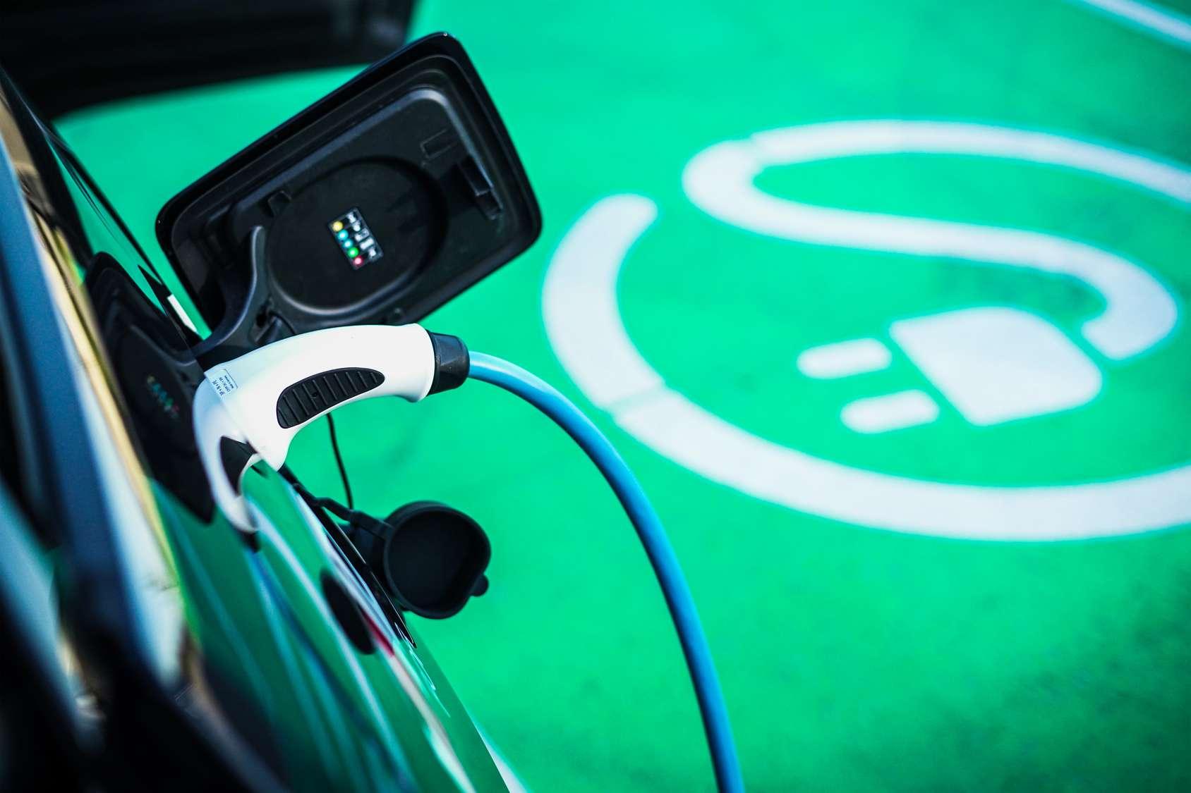 L'Avere et L'Argus lancent le tout premier baromètre du marché français des véhicules électriques d'occasion. © RS-Studios