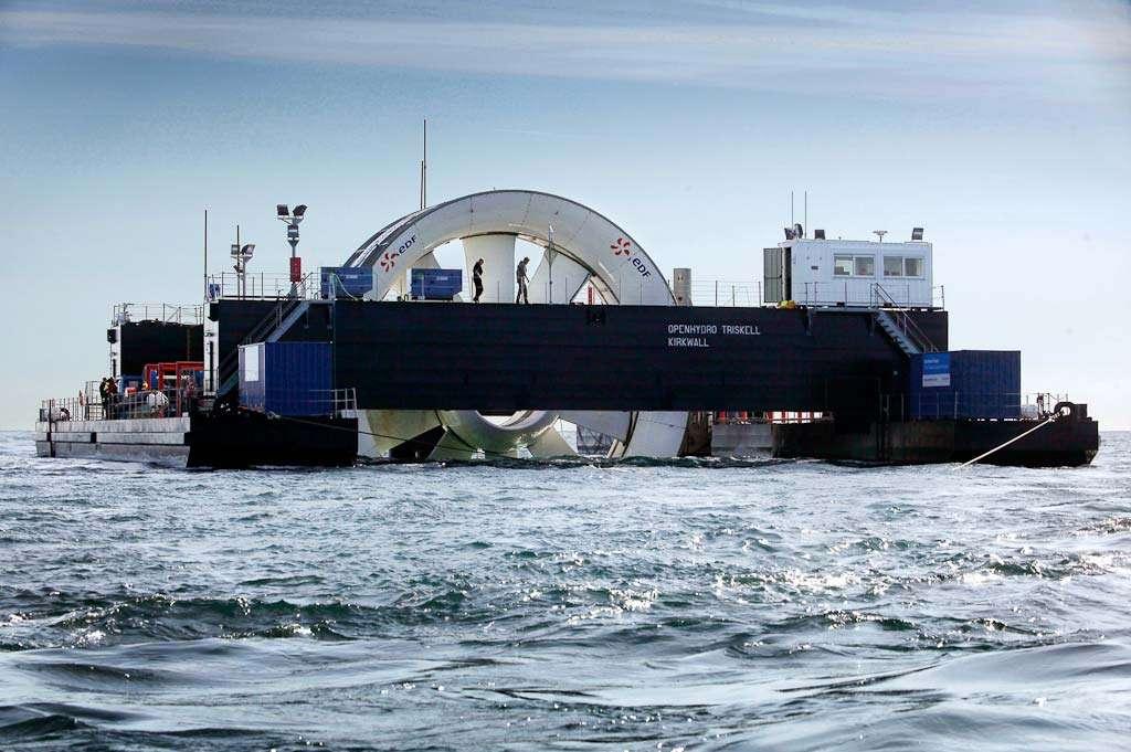 Une hydrolienne OpenHydro au large de Bréhat. Il s'agit d'une turbine sous-marine utilisant les courants marins pour produire du courant. Son fonctionnement est similaire à celui d'une éolienne mise en mouvement par le vent. © EDF Rémi Artiges