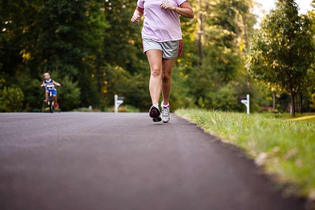 En pleine période de fêtes et donc d'excès, il est vraiment bienvenue de pratiquer une activité physique. Pas seulement pour limiter pour la prise de poids, aussi pour favoriser le bon fonctionnement de son corps. © Hopefuldz9er, Flickr, cc by nc 2.0