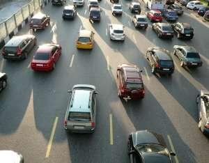 La communication en temps réel entre véhicules et entre les véhicules et les infrastructures améliorerait la sécurité routière et réduirait les consommations de carburant. © Vnovikov