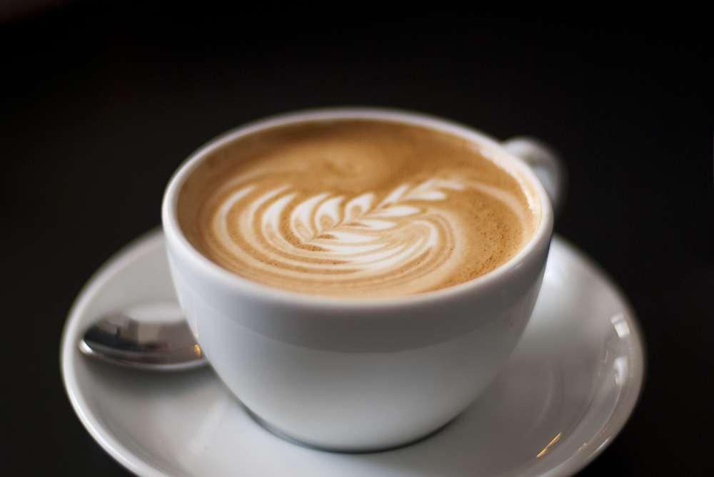Une étude récente suggère à nouveau que café et grossesse ne font pas bon ménage, du moins chez la souris. Les autorités sanitaires préconisent aux femmes enceintes de ne pas dépasser trois tasses de café par jour. © Mulia, Flickr, cc by nc nd 2.0