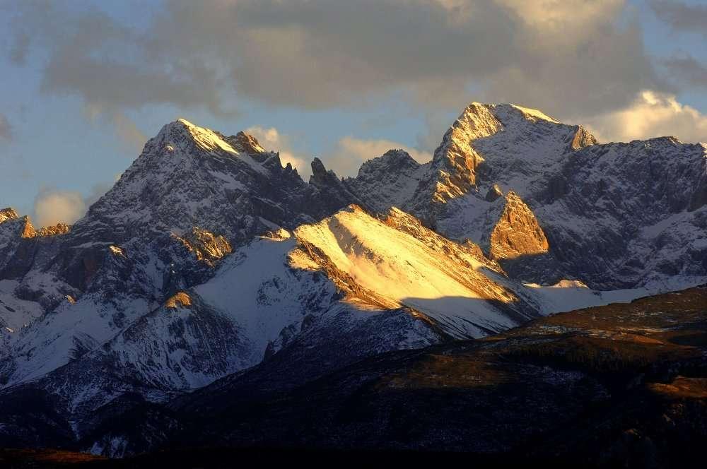 Dans la chaîne de l'Himalaya, les glaciers régressent assez fortement. Ici, les monts Hengduan, dans la préfecture autonome tibétaine de Garzê, dans la province du Sichuan en Chine. ©AFP Photo