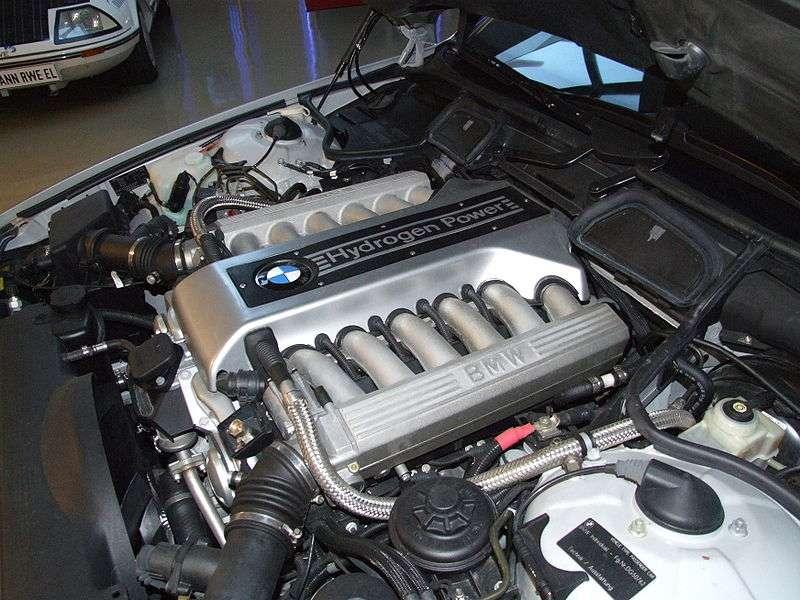 Moteur d'une voiture hybride hydrogène/essence. © Claus Ableiter, Wikimedia CC by-sa 3.0