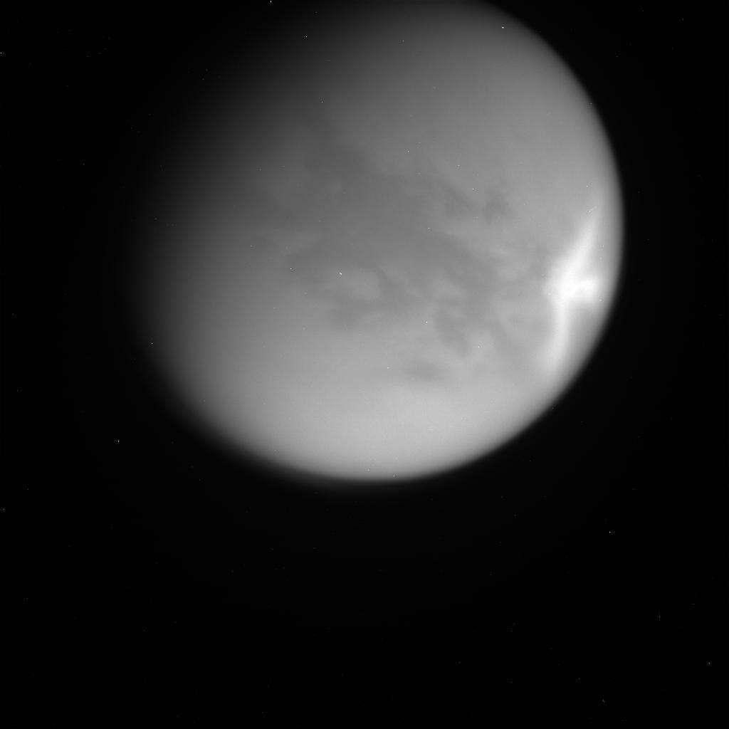 Cassini vient de photographier les plus grands nuages jamais observés sur Titan. © Nasa/JPL/Space Science Institute