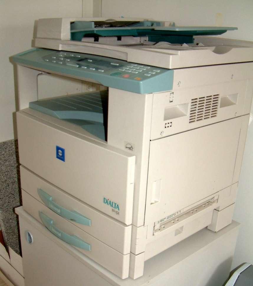 La photocopieuse fait désormais partie intégrante du réseau informatique de l'entreprise. © Radomil, CC BY-SA 3.0, Wikimédia Commons