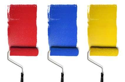 Peinture de bandes de couleur au rouleau. © Gino Santa Maria