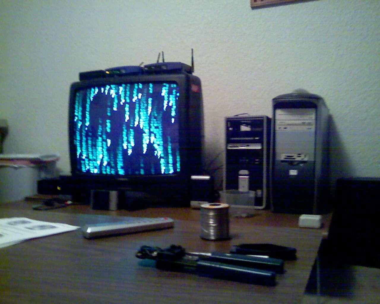 Un ordinateur est nécessaire pour flasher un démodulateur numérique. © Cdedbdme, Flickr, CC BY-SA 2.0
