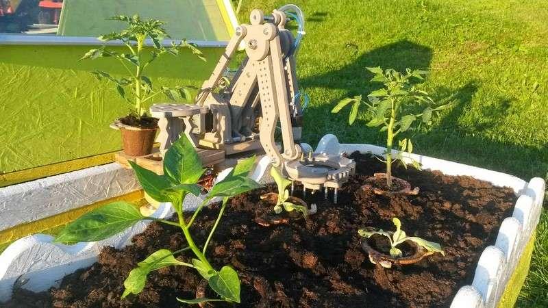 Grâce à son robot-jardinier Bot2Karot, le jeune Français Eliott Sarrey a un reçu un prix lors du concours Google Science Fair. L'adolescent originaire de Meurthe-et-Moselle va recevoir 10.000 euros de prime et bénéficiera d'un an de mentorat de la part du géant nord-américain. © Eliott Sarrey