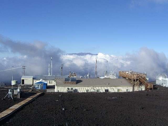 La concentration atmosphérique en CO2 augmentait de 0,7 ppm/an à la fin des années 1950 sur le site de l'observatoire Mauna Loa (Hawaï). Voilà maintenant dix ans que ce taux de croissance affiche une valeur de 2,1 ppm/an. © Noaa