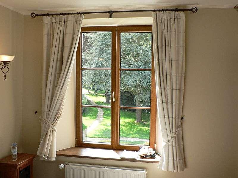 La fenêtre à la française comporte un ou deux battants verticaux retenus par des charnières. © Nieuw, CC BY-SA 3.0, Wikimedia Commons