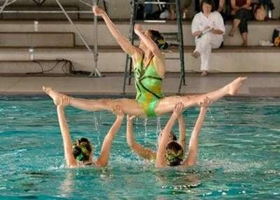 La natation synchronisée est un sport complet qui demande équilibre et souplesse. © DR