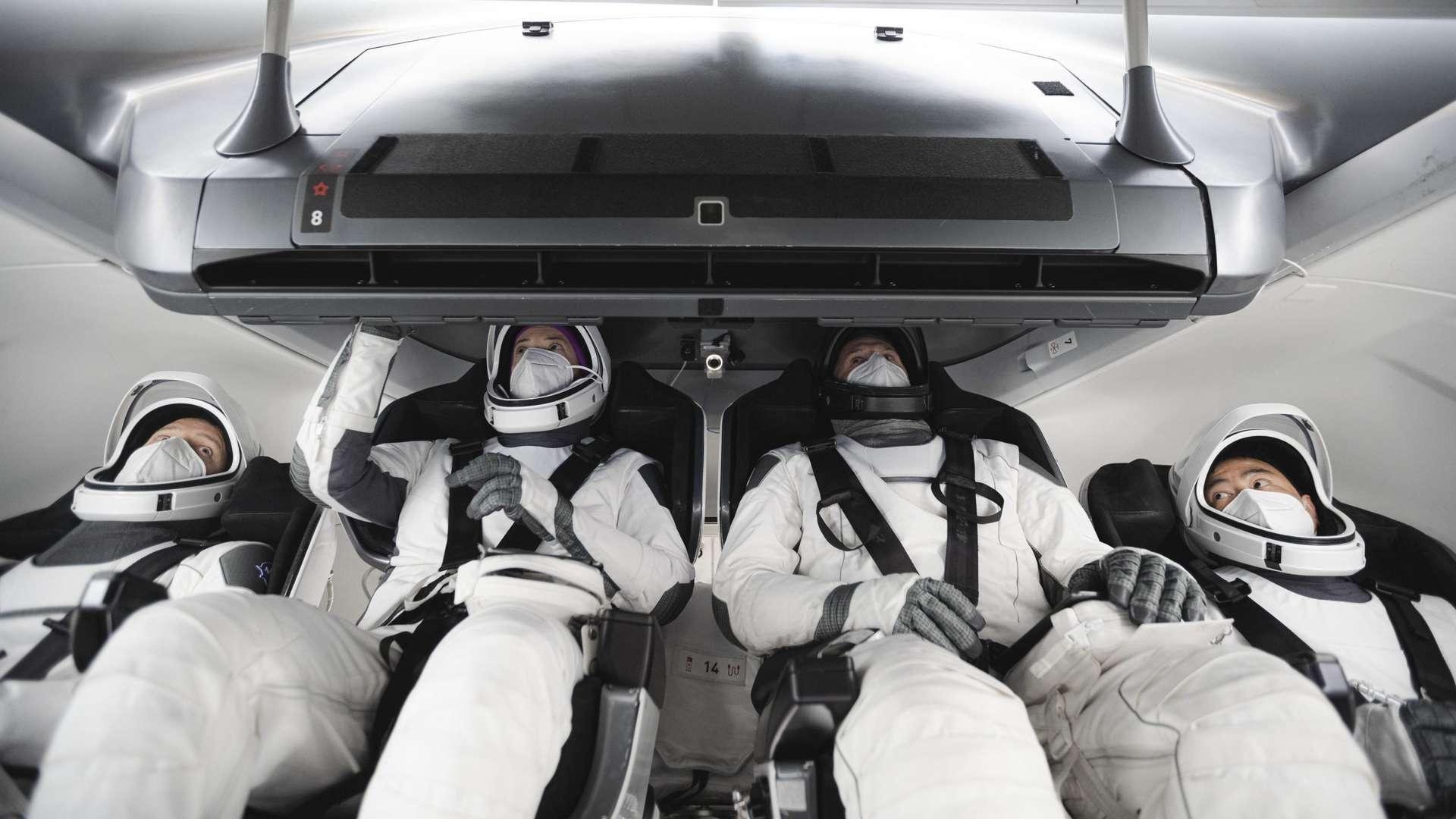 Les membres de la mission Alpha ont participé à un entraînement en Californie, le 11 janvier 2021. À gauche, Thomas Pesquet, l'astronaute de l'Agence spatiale européenne (ESA). Puis les astronautes de la Nasa Megan McArthur et Shane Kimbrough et l'astronaute de l'Agence japonaise d'exploration aérospatiale (Jaxa) Akihiko Hoshide. © SpaceX