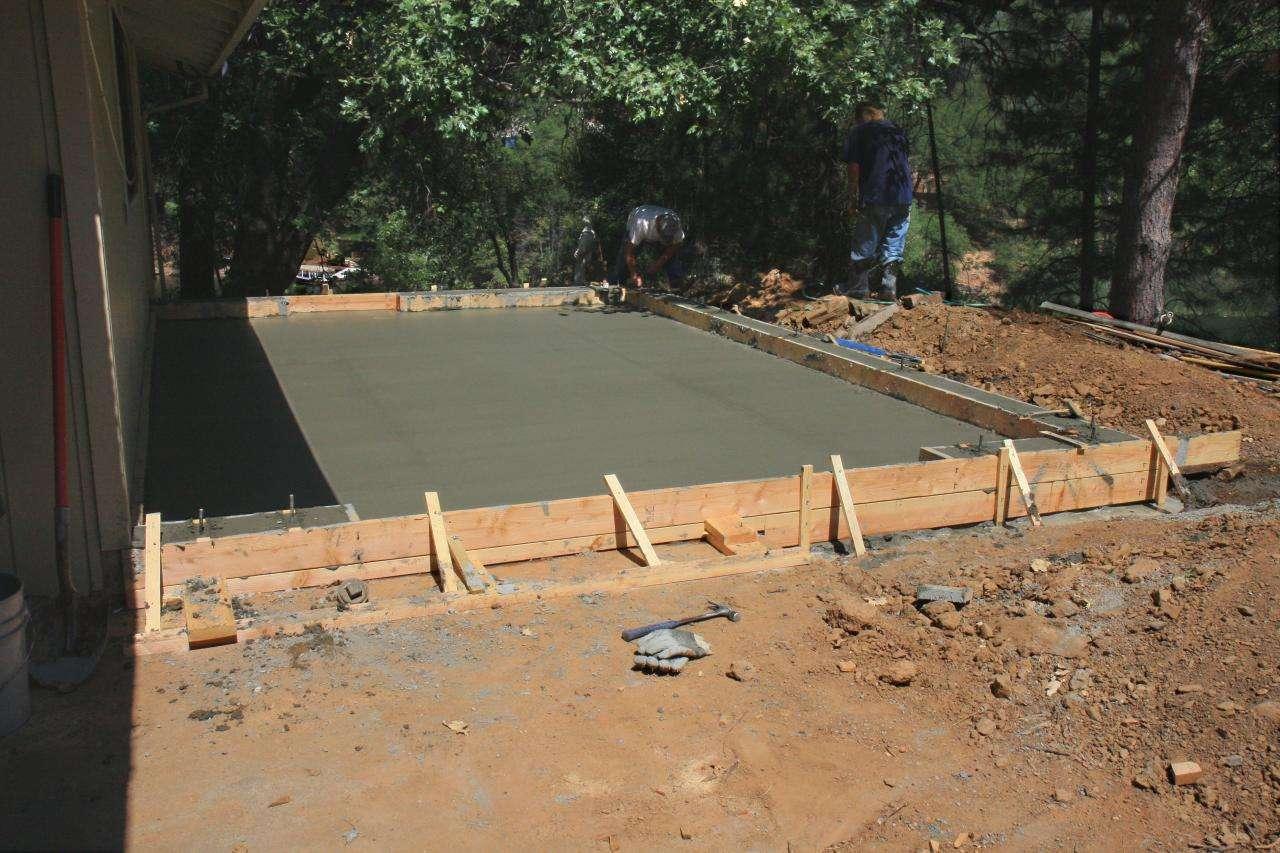 Pour réaliser un plancher en béton isolant, le béton peut être coulé en dalle sur un sol naturel, pour une terrasse par exemple. © Velo Steve, Flickr, CC BY 20