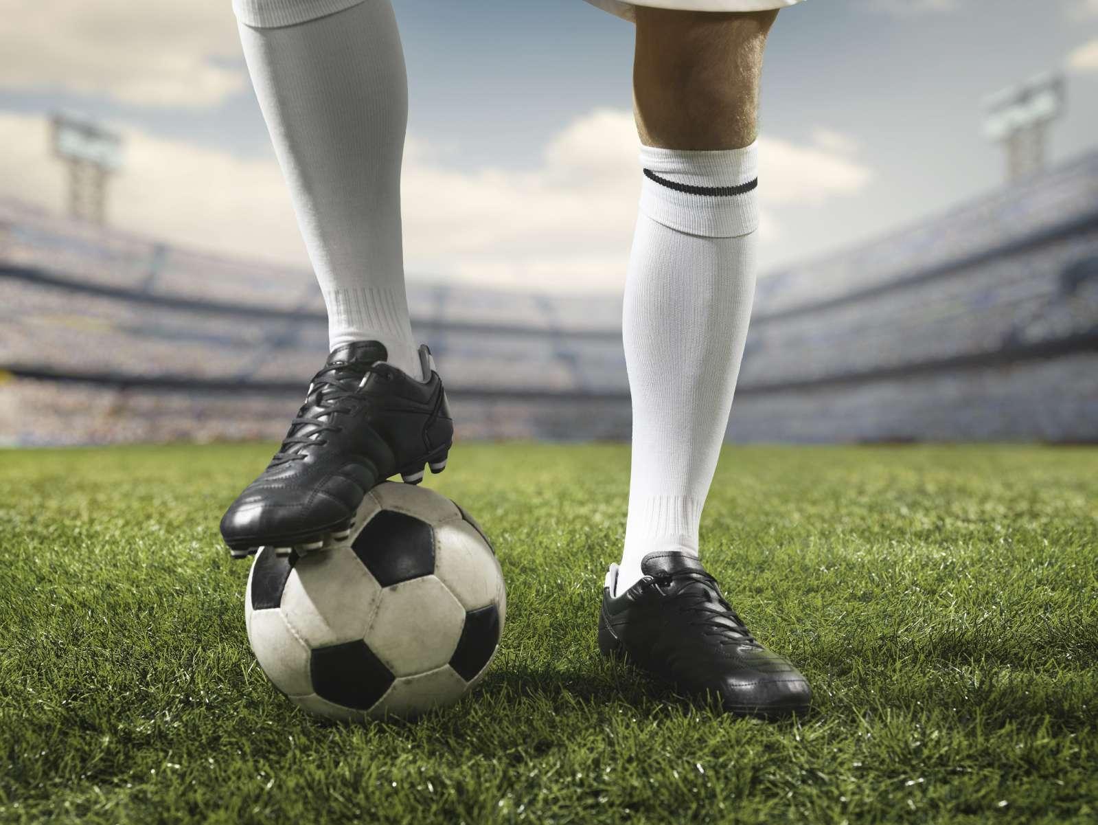 Le foot se joue avec les pieds mais se gagne aussi avec la tête. © Aksonov, Istock.com