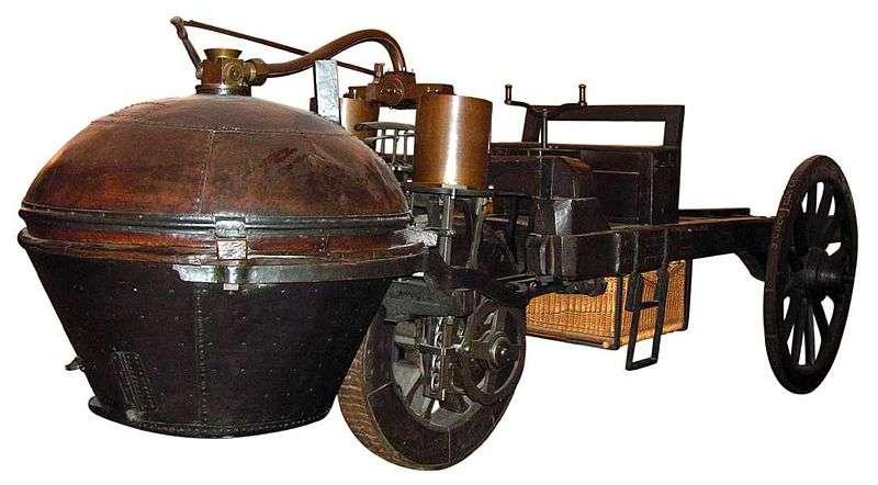 Le fardier (donc servant à transporter de lourdes charges), premier véhicule automobile à moteur à vapeur réalisé en 1771 par l'ingénieur militaire Nicolas-Joseph Cugnot (ici le deuxième modèle, avec sa taille définitive, conservé au musée des Arts et métiers, à Paris). Au cours du siècle suivant, la généralisation des machines à vapeur, remplaçant peu à peu les chevaux, conduira à adopter une unité de puissance plus parlante que le watt du SI (système international d'unités) et appelée cheval. L'habitude survivra jusqu'au XXIe siècle... © Roby/GNU Free Documentation License