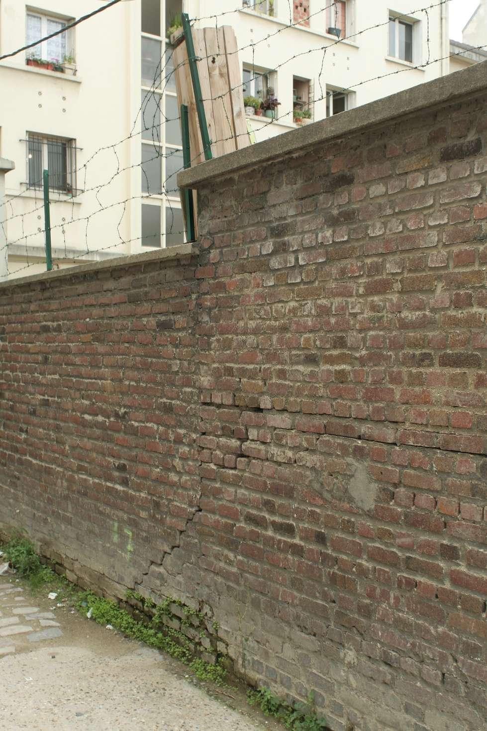 Un mur est un élément vertical et solide destiné à dissocier différents espaces. © Coyau, CC BY-SA 3.0, Wikimedia Commons