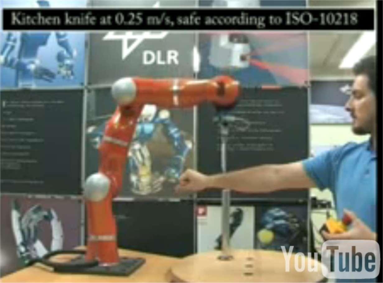 Quelques capteurs de pression peuvent rendre un robot inoffensif, comme le démontrent Sami Haddadin, ici en pleine expérimentation, et ses collègues allemands de la DLR. © Sami Haddadin et al. / DLR